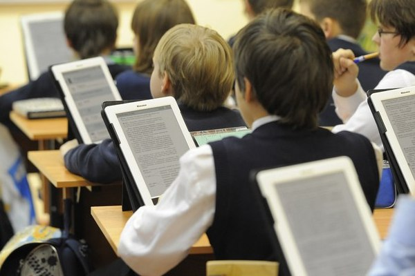 Russian pupils will get electronic textbooks in 4 months
