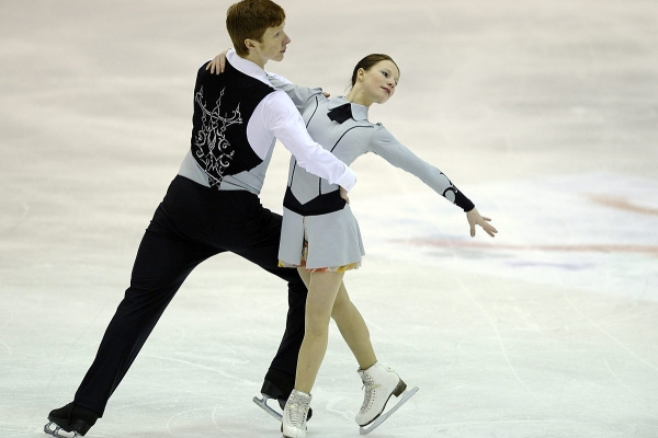 Russian figure skaters are in the lead after the short program in Zagreb