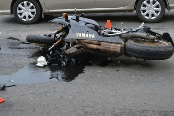 Russia: Teenaged biker hit a moose: 1 passenger died