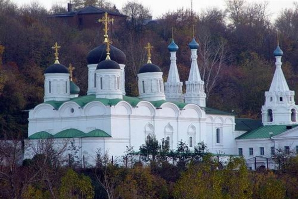 Citizen of Nizhny Novgorod, Russia encroach on the property of Annunciation monastery
